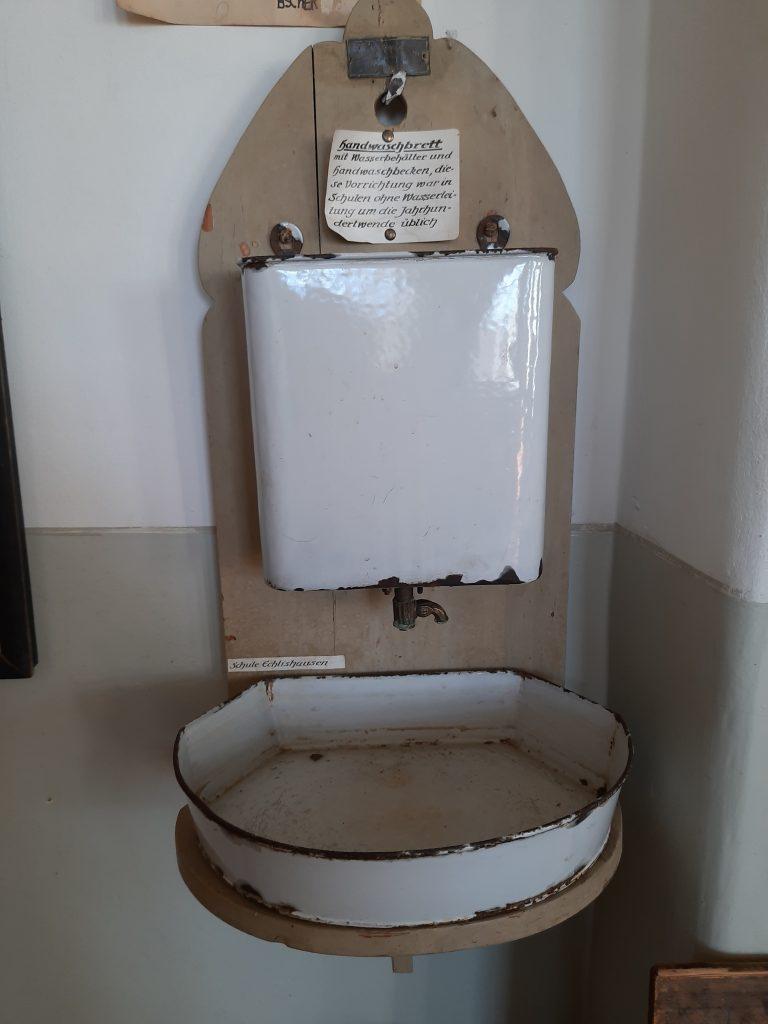 Bild von dem Waschbecken im Klassenzimmer