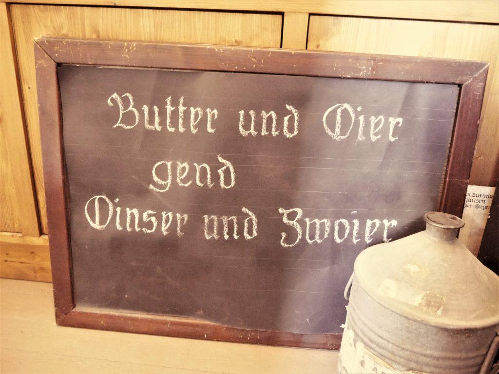Bild von einer Tafel auf der was geschrieben steht